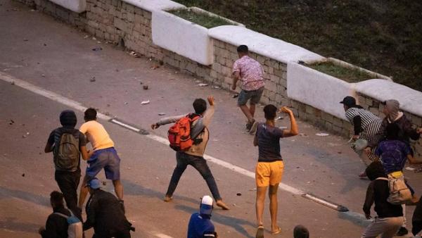 سلا …أعتقال 16 شخصا تراشقوا بالحجارة وألحقوا خسائر بعدة سيارات