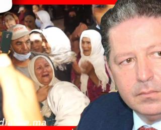 الناس غيتسطاو عليه .. نساء ورجال ينهـIرون بالبكـIء لحظة وصول جتمان ياسين الداودي رئيس جماعة كيسر