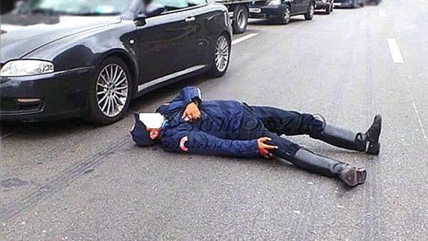 اكادير…اعتقال الشخصين اللذين سرقا مسدس شرطي ودراجته  النارية بعد تعرضه للتعنيف